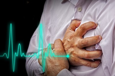 man clutching his chest because he has mitral valve prolapse
